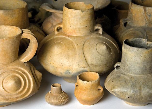 Während der frühen Lausitzer Kultur ist die »Buckelware« kennzeichnend (Lieske, Lkr. Kamenz), (Abb. Museum Westlausitz)