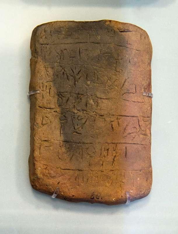 Linear A Inschrift auf einer Tontafel