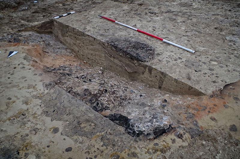 Kalkverarbeitungsgrube im archäologischen Befund