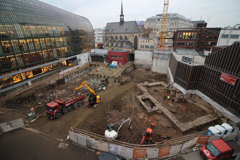 Ausgrabung eines römischen Monumentalbaus in Köln