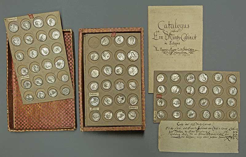 Münztabletts aus dem 18. Jahrhundert