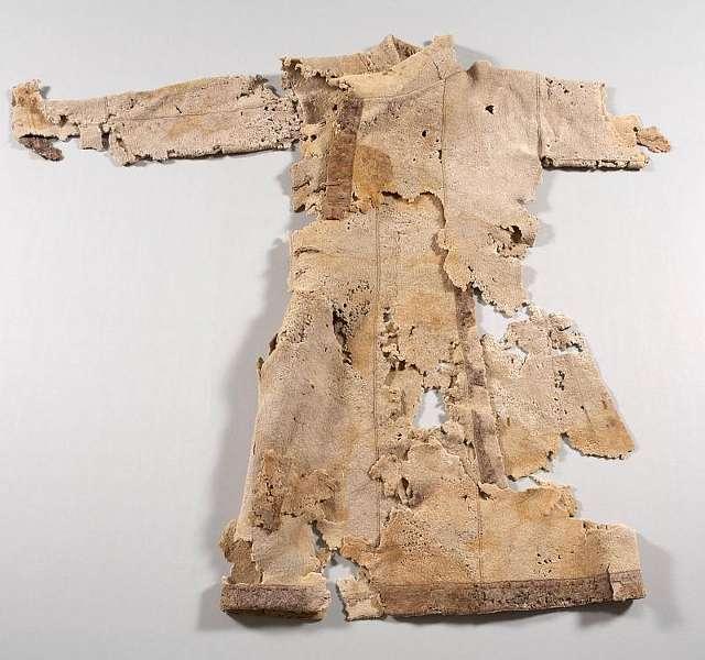 Auch der 1000 Jahre alte Wollmantel belegt höchste Schneiderkunst der mongolischen Reiternomaden (Foto: J. Vogel/LVR LandesMuseum Bonn)
