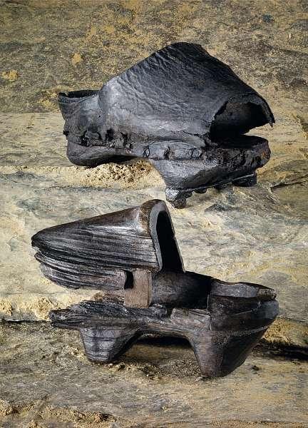 Beim diesjährigen Tag der Archäologie in Titz-Höllen sind diese über 400 Jahre alte Holzschuhe zu sehen. (Foto: LVR)