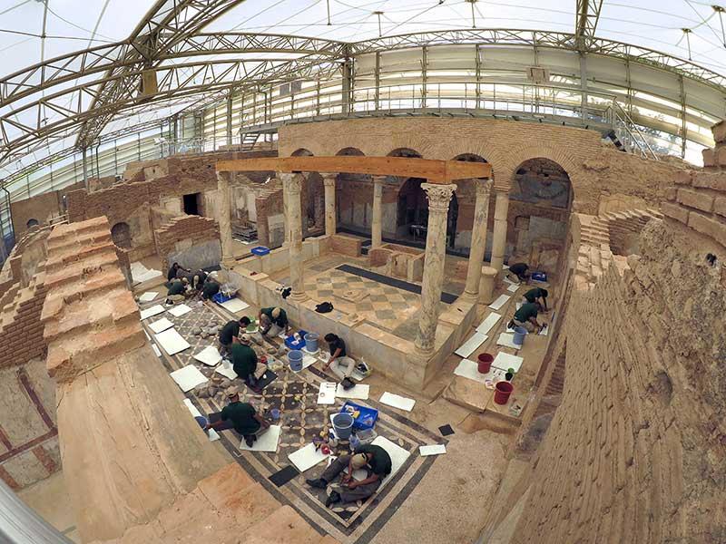 Restaurierungsarbeiten im Peristylhof