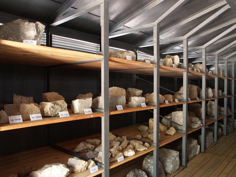 Schutzgebäude für die Diogenesinschrift in Oinoanda (Foto © DAI)