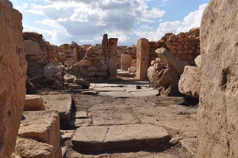 Blick in einen ausgegrabenen Bereich des Klosters auf dem Berg Dülük Baba Tepesi bei Doliche nahe der heutigen Metropole Gaziantep. (Foto: WWU)