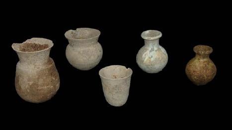 Keramikgefäße aus der letzten Nutzungsphase im 8-7. Jahrhundert vor Christus (Foto: DAI)