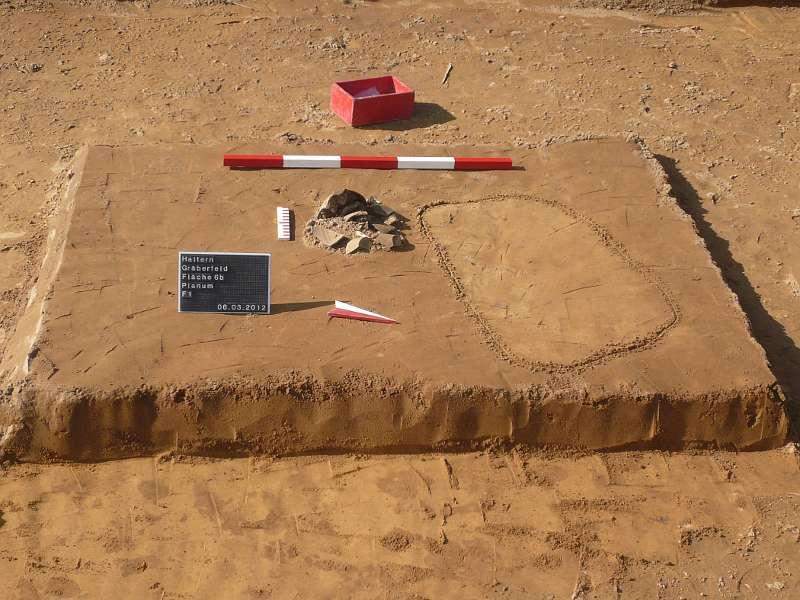 In dieser Urne - einem römischen Kochtopf - wurde akribisch vom Scheiterhaufen aufgesammelte Asche des Toten beigesetzt