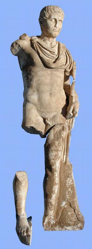 Die lebensgrosse Statue.
