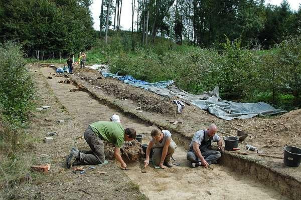 Die Ausgrabung in der bronzezeitlichen Befestigungsanalge von Bernstorf (© Uni Frankfurt)