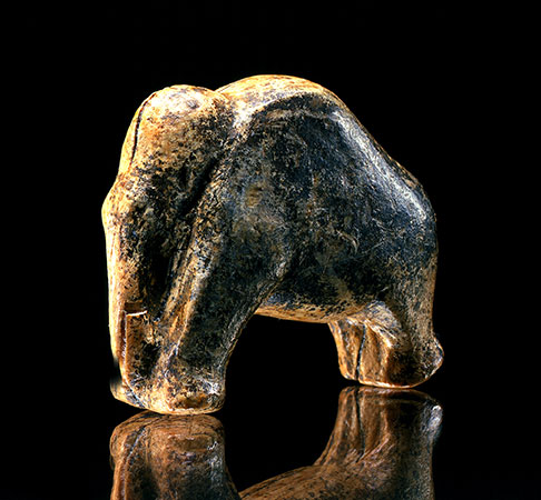 35.000 Jahre alte Mammutfigur aus der Vogelherd-Höhle (© Institut für Ur- und Frühgeschichte, Universität Tübingen; Foto: Hilde Jensen)