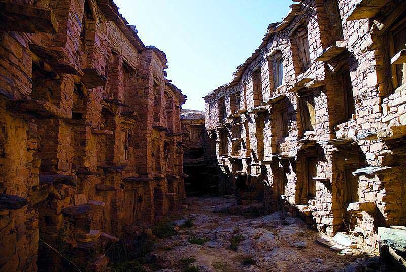 Der Agadir Imhaïlen: Links und rechts befinden sich auf drei Stockwerken die Eingänge zu den Speicherkammern (Foto: Prof. Popp, Uni Bayreuth)