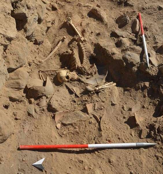 Skelett des Soldaten, der wohl im Zuge von Grenzkonflikten ums Leben kam (© ÖAI 2013)