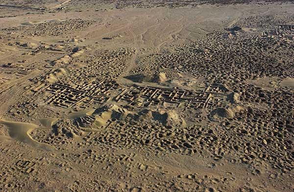 Raubgrabungen in Umm al-Agarib, Südirak (Foto: Carabinieri T.P.V. Italia)