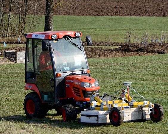 Aus einem Rasentraktor wird ein Bodenradar (Foto: LBI Archpro)