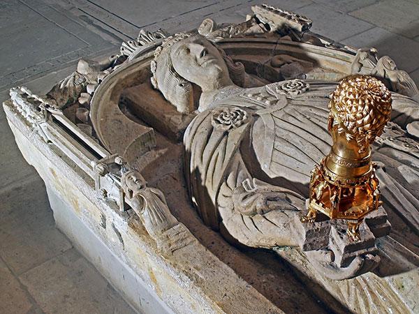 Grabplatte Gottfried von Cappenbergs mit Barbarossakopf