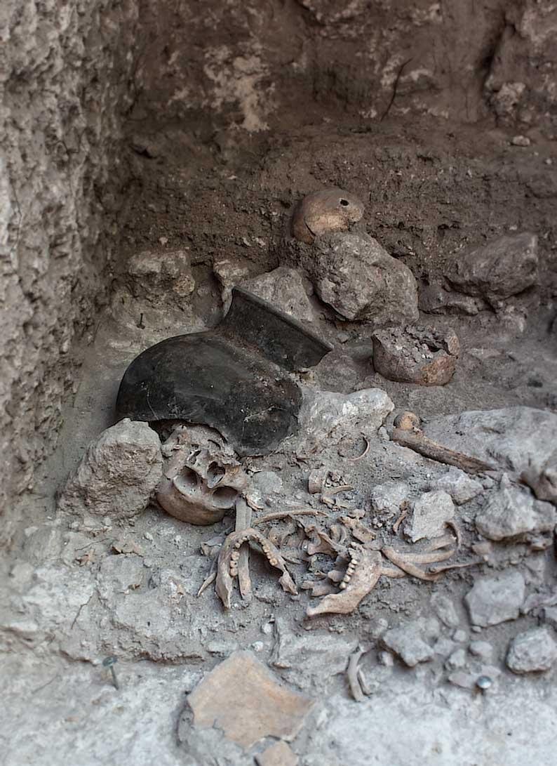 Ausgegrabene Schädel in Uxul