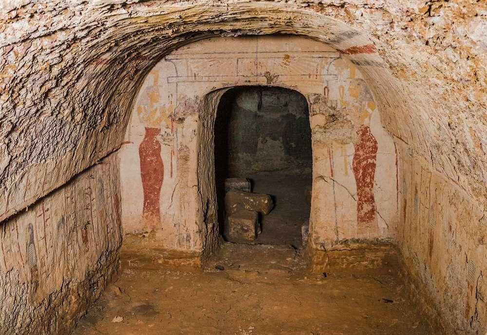 Die unterirdischen Grabkammern der Pyramide von Königin Khennuwa in Meroe