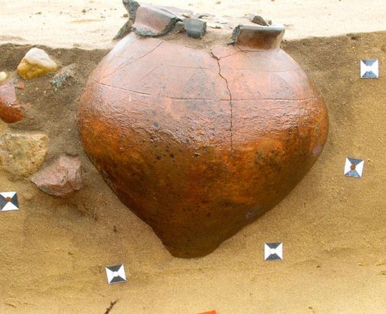 Urnengrab der jüngeren vorrömischen Eisenzeit (Jastorfkultur, 4. Jh. v. Chr.) Foto: Steffi Lünse © LDA