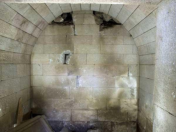 Blick in die Grabkammer (Photo A. Weiser; Archiv der Pergamongrabung des DAI)