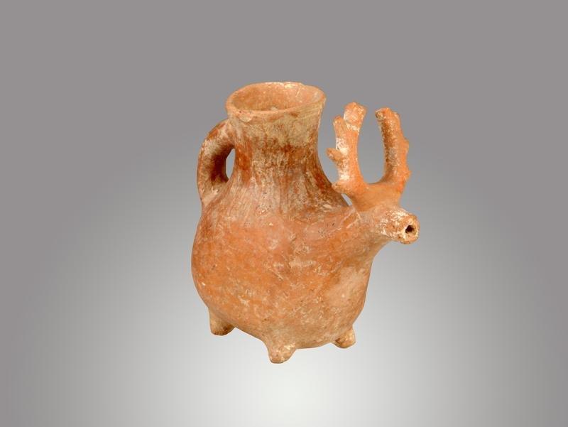 Gefäß in Form eines Hirsches, 3. - 1. Jh. v. Chr. (© Michael Benecke)