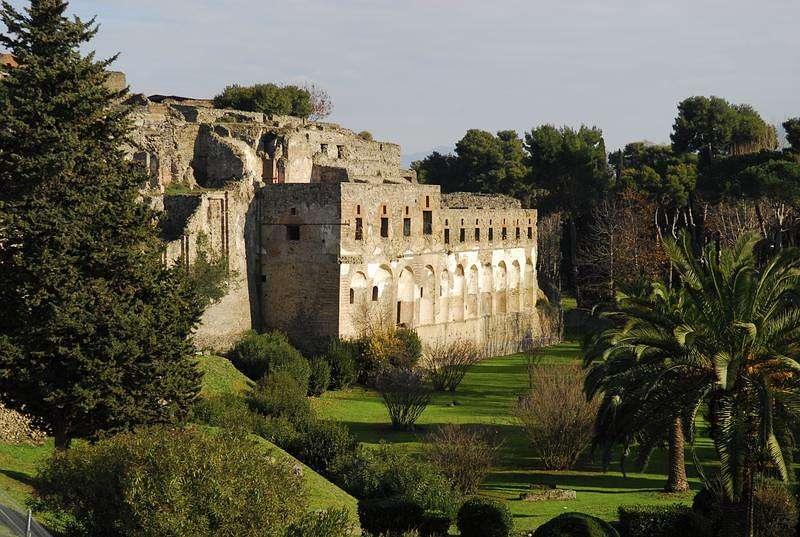 Jährlich kommen 2,5 Millionen Besucher nach Pompeji. Damit zählt die antike Stadt zu den weltweit meist besuchten archäologischen Stätten. (Foto: iStock)