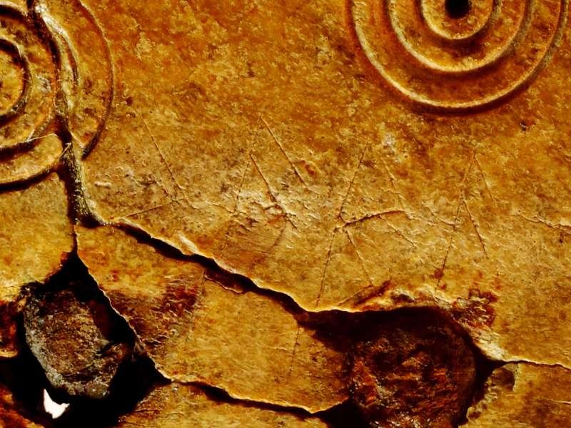 Detail der Runen-Inschrift des Kammes