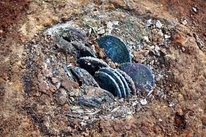 Der Münzfund von Borna kurz nach der Entdeckung (Landesamt für Archäologie Sachsen)