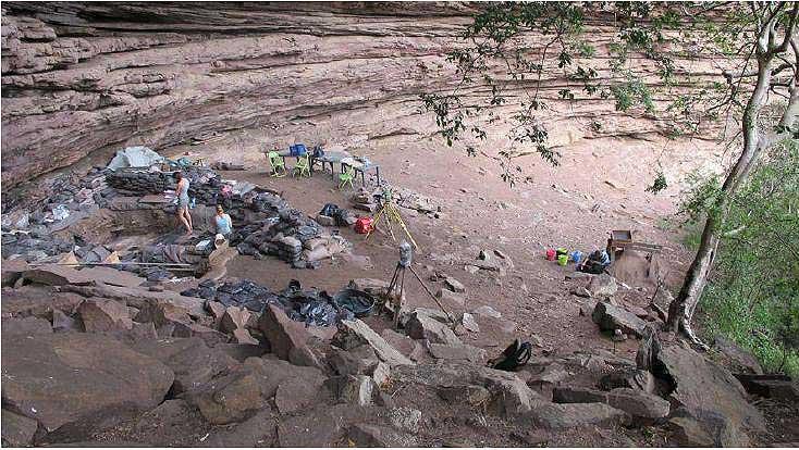 Blick auf die Fundstelle Sibudu, Südafrika (Foto Wadley)