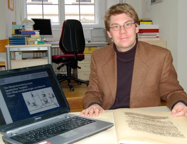 Der Würzburger Ägyptologe Martin Stadler erforscht den Kult im Tempel Dime und das Alltagsleben im Umfeld des Heiligtums. (Foto: Robert Emmerich)