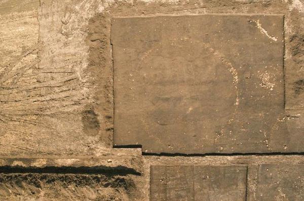 Krautheim: Steinkreis eines Grabhügels mit einem Durchmesser von etwa 16 m und weitere Grabbefunde (Foto: TLDA)