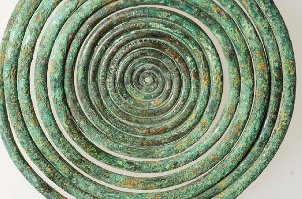 Krautheim: etwa 3000 Jahre alte bronzene Hakenspirale (Kopfschmuck, Durchmesser 10cm) (Foto: TLDA)