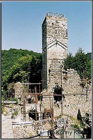 Der Bergfried der Burg Cucagna. (Foto: K. Kilian)
