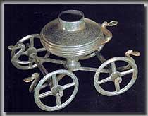 Kesselwagen aus einem Grab bei Acholshausen (Unterfranken, Bayern), um 1000 v.Chr. (Bild: Württembergisches Landesmuseum Stuttgart)