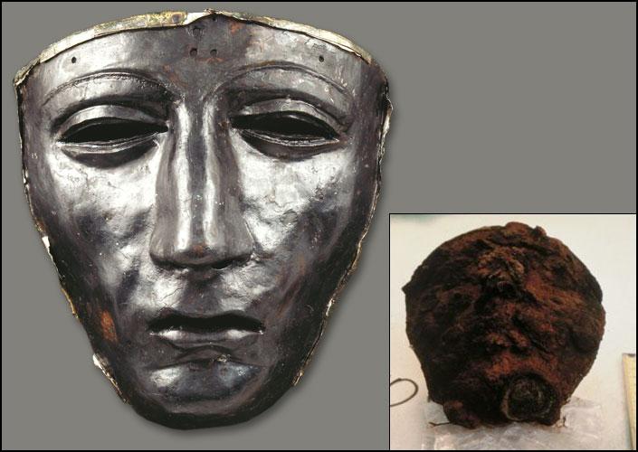 Die Gesichtsmaske eines römischen Helmes (Eisen, Bronzerand, Silberreste) kurz nach der Entdeckung und nach der Restaurierung (Foto: Ch. Grovermann, Osnabrück, für Varusschlacht im Osnabrücker Land, Museum und Park Kalkriese)