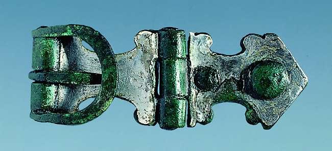Schließe eines Schienenpanzers (Bronze mit Silberauflage). (© Varusschlacht im Osnabrücker Land GmbH – Museum und Park Kalkriese: Christian Grovermann (für Varusschlacht))